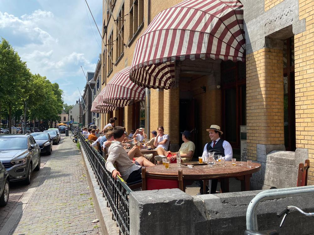 Terras PHRM geopend!
